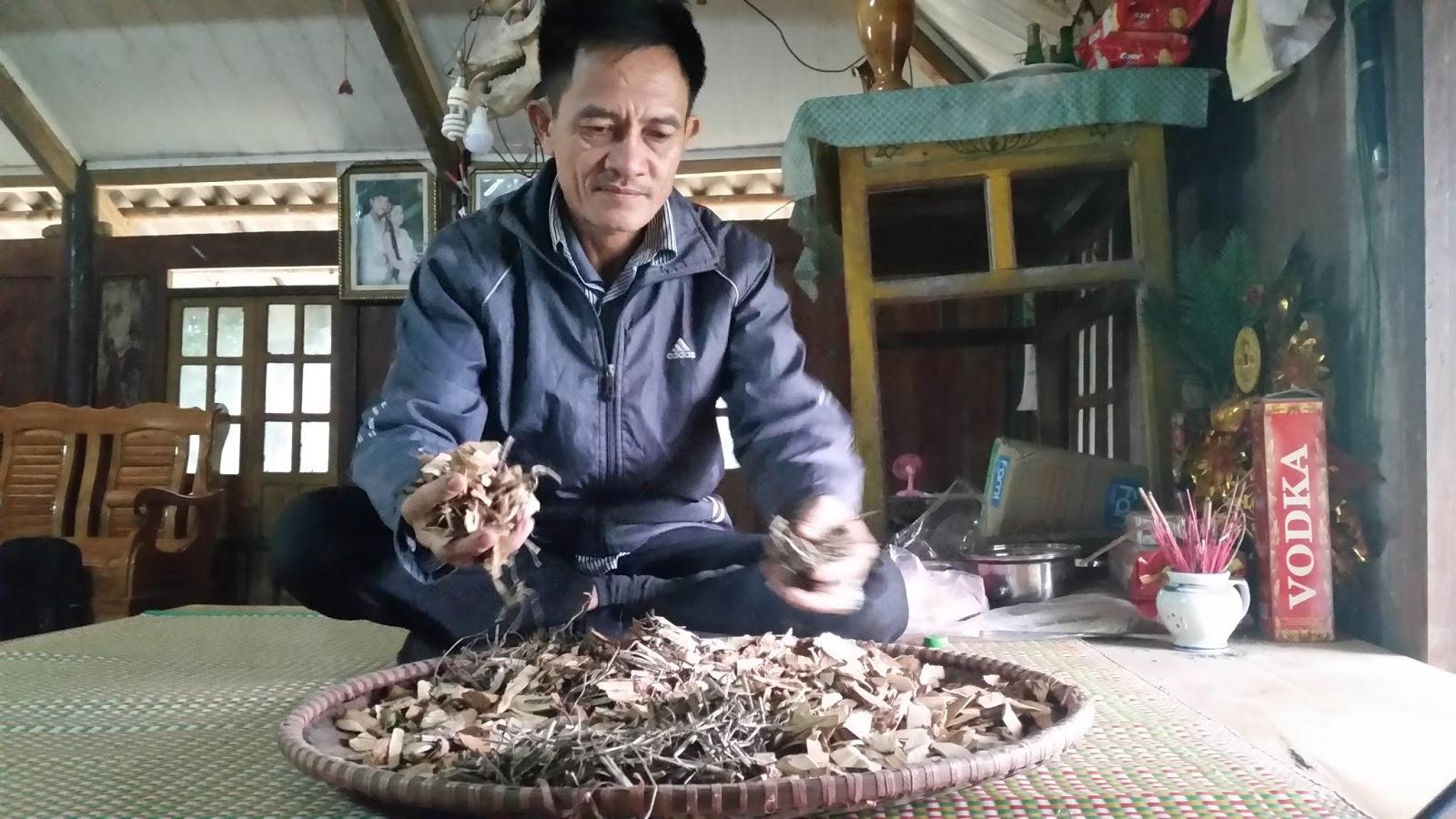 Bài thuốc rút ruột chữa bệnh trĩ của thầy lang Đinh Công Xiện