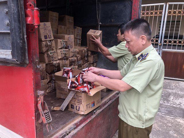 Lộ đường dây nhập lậu kem Trung Quốc siêu rẻ, miều mẫu mã, mùi vị