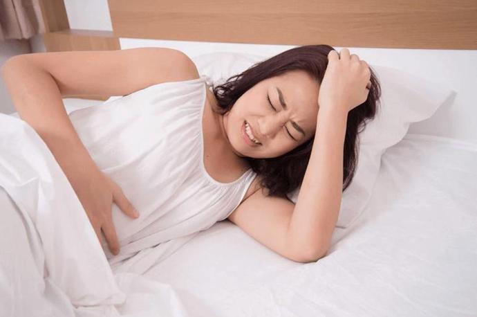 Hiện tượng đau bụng kinh và đau lưng là triệu chứng của bệnh gì?