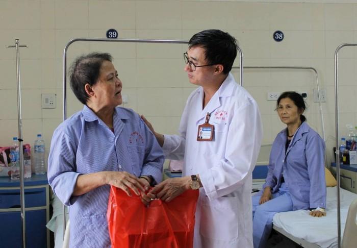 Lời khuyên của giám đốc Bệnh viện K dành cho người bệnh ung thư