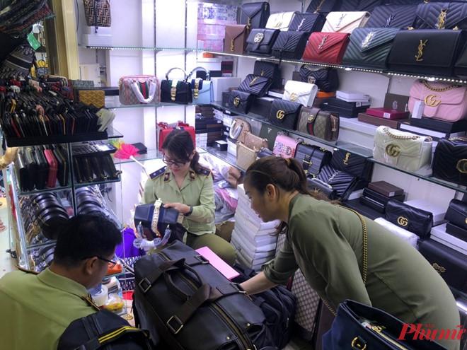 Hàng trăm túi xách hàng hiệu là hàng giả tại Saigon Square, Lucky Plaza