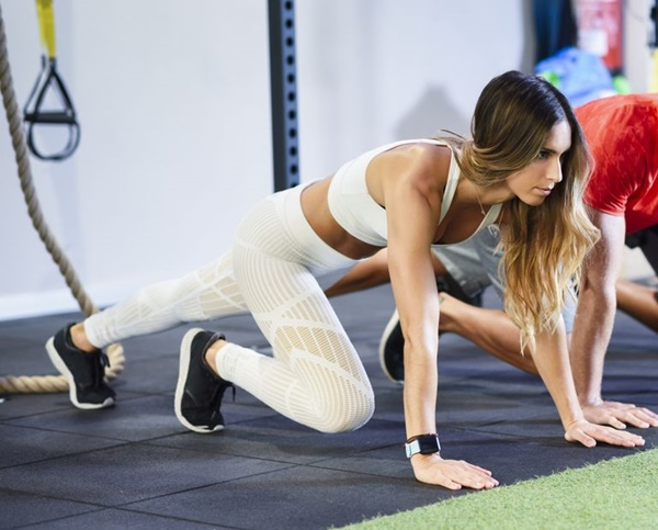 Huấn luyện viên nổi tiếng thế giới chia sẻ bí quyết tập cơ bụng 6 múi như người mẫu