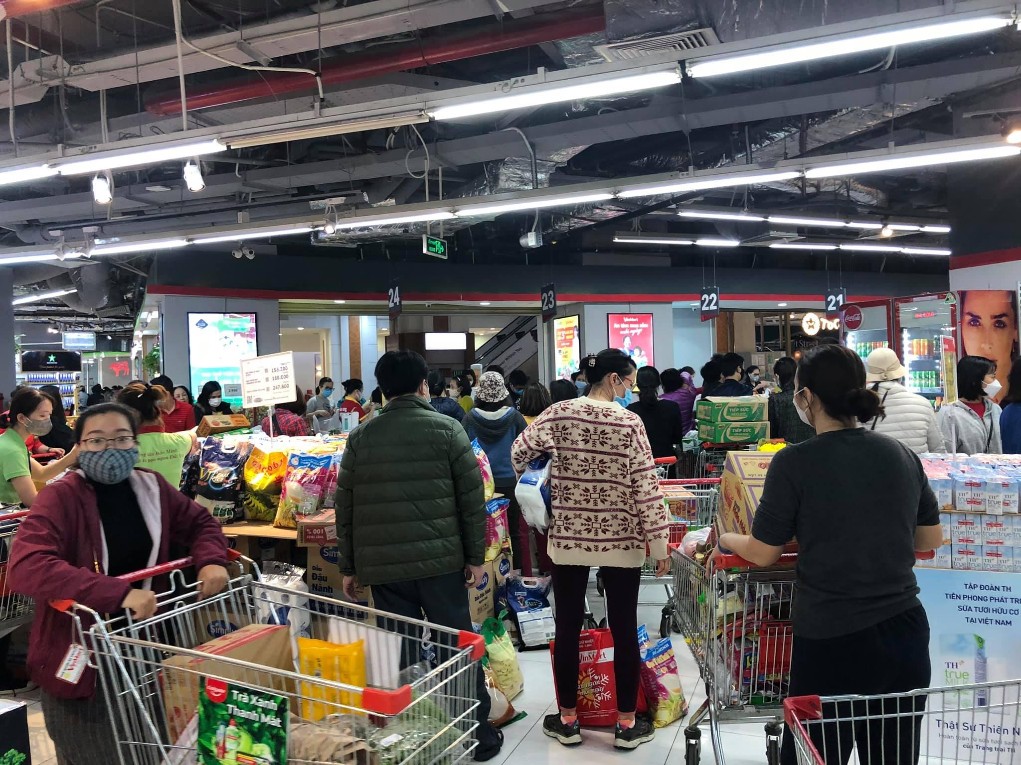 Hà Nội cung cấp đủ thực phẩm, hàng tiêu dùng đến cho người dân mùa dịch