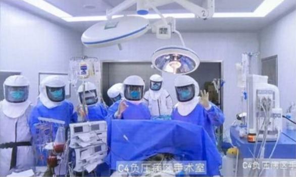 Đột phá: Ghép phổi thành công cho bệnh nhân COVID-19 tại Trung Quốc