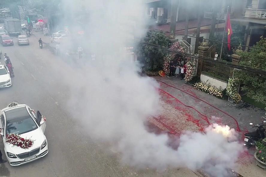 Vụ đốt pháo mừng đám cưới ở Hà Nội: Đã giao cho công an điều tra xử lý