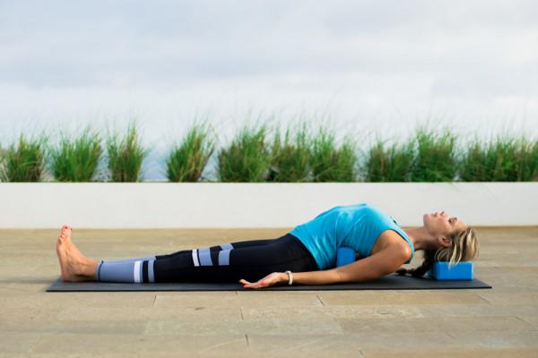 9 bài tập Yoga cần thiết cho dân văn phòng đơn giản mà hiệu quả