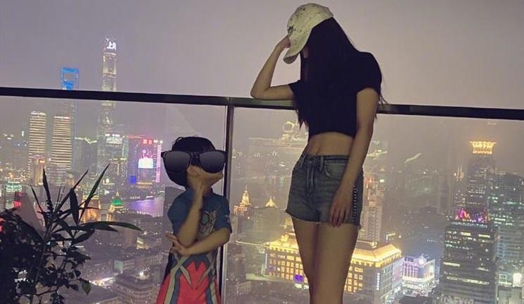 Angela baby hiếm hoi khoe ảnh quý tử nhưng vô tình tiết lộ vị trí vàng của căn hộ ở Thượng Hải