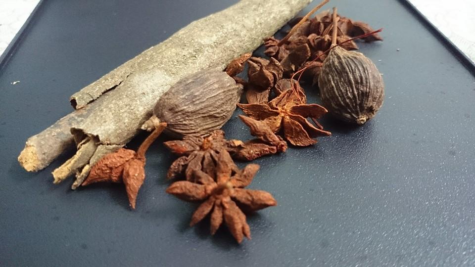 So sánh 2 loại vua hương liệu: hoa hồi và thảo quả