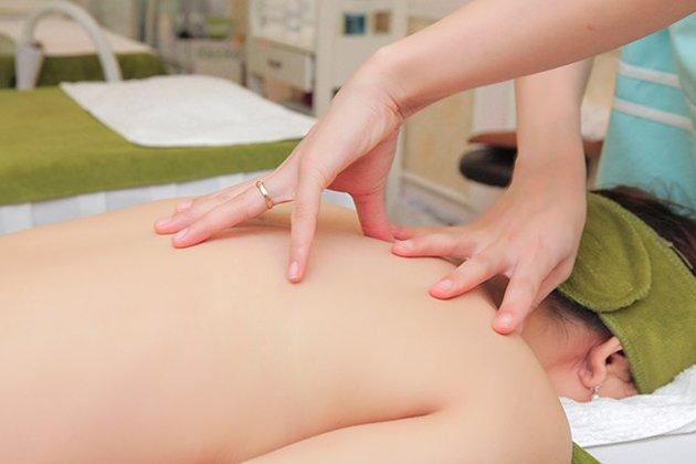 Trị liệu đả thông kinh lạc là gì ? Liệu pháp này khác gì massage thuần túy ?